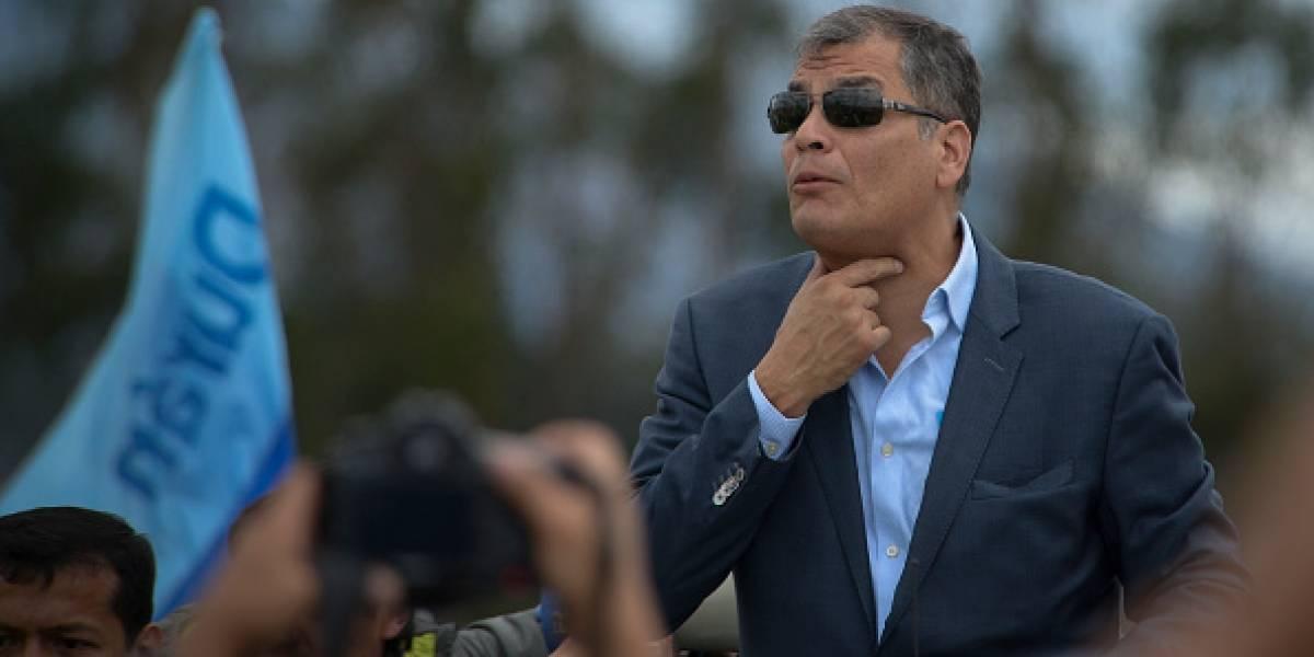 Rafael Correa asegura que el Gobierno busca inhabilitarlo para