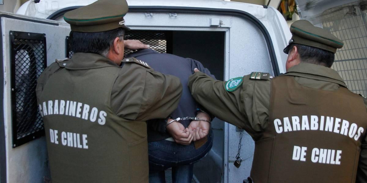Detienen a sujeto que intentó sobornar a Carabineros con un millón de pesos