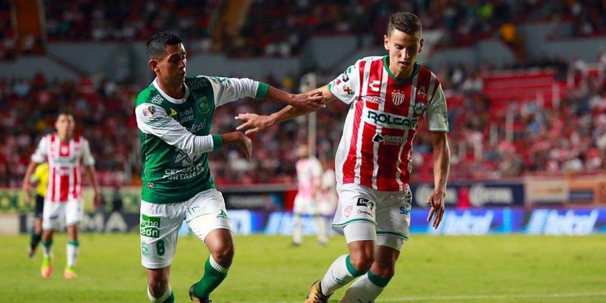 Duelo de chilenos en México terminó con goleada de León sobre Necaxa como visitante