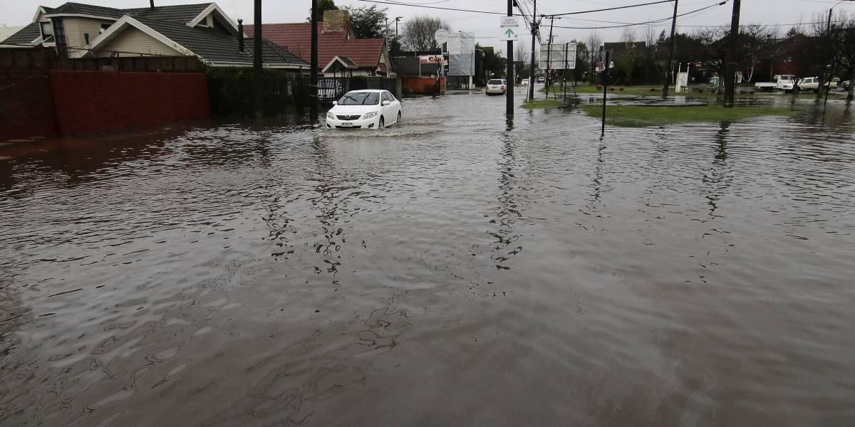 Araucanía y Los Ríos: 9 damnificados y 160 mil clientes sin luz por lluvias