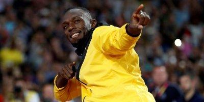 Usain Bolt se despede em volta olímpica e emociona o estádio Olímpico em Londres