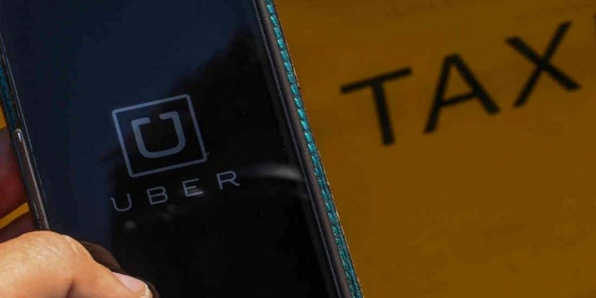Riña entre taxistas y conductores de Uber deja varios detenidos