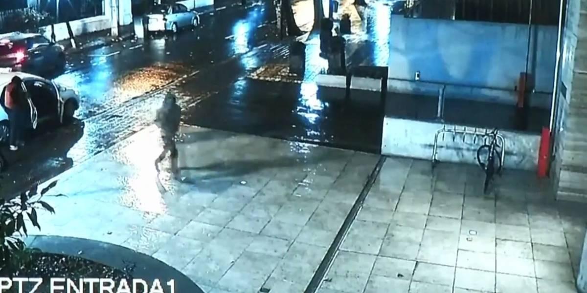 Delincuentes entraron a robar una tienda de ropa y la lluvia los dejó sin nada