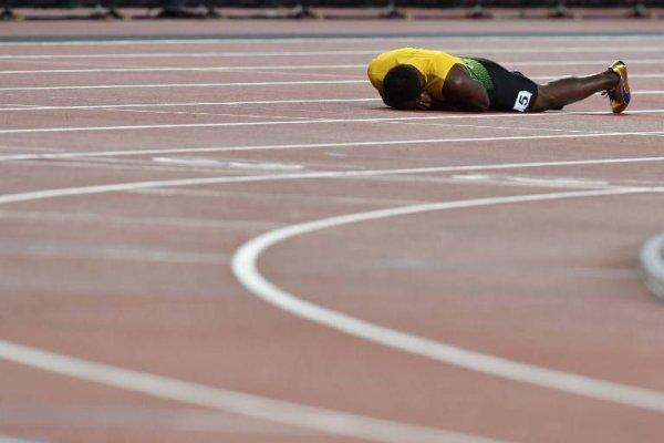 """Revelan video de Usain Bolt en una """"loca noche de fiesta"""" con alcohol y mujeres antes de su última carrera"""