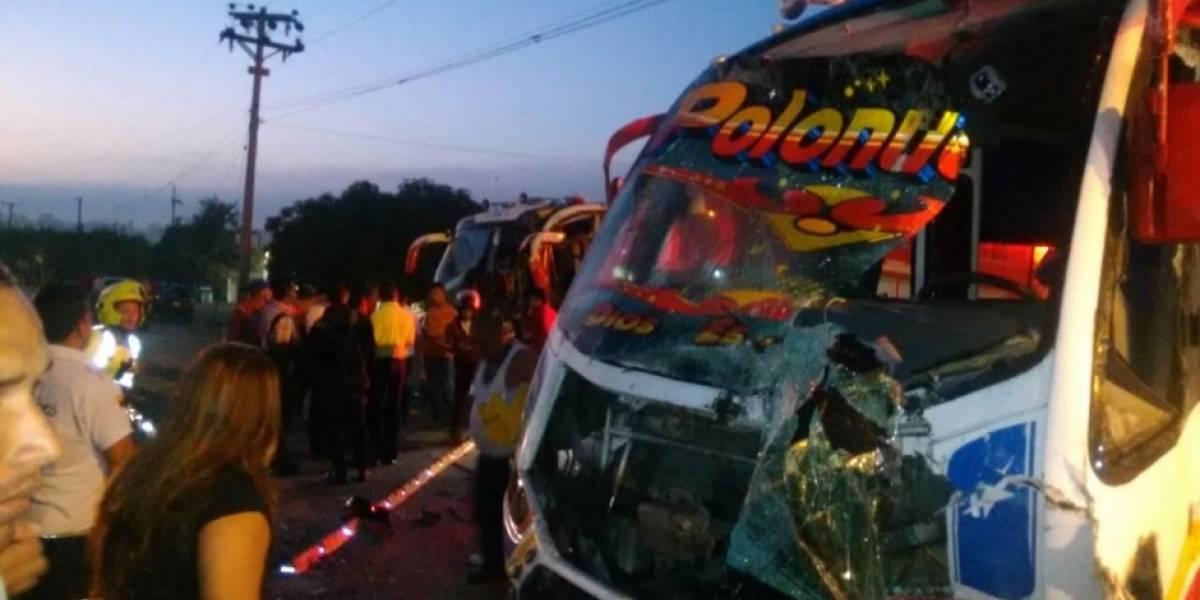 26 heridos deja choque entre dos buses en Baranoa, Atlántico