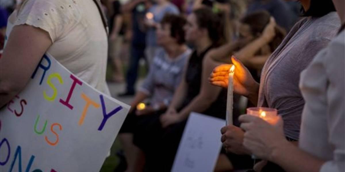 Protestas en EE.UU. condenan marcha supremacista en Virginia