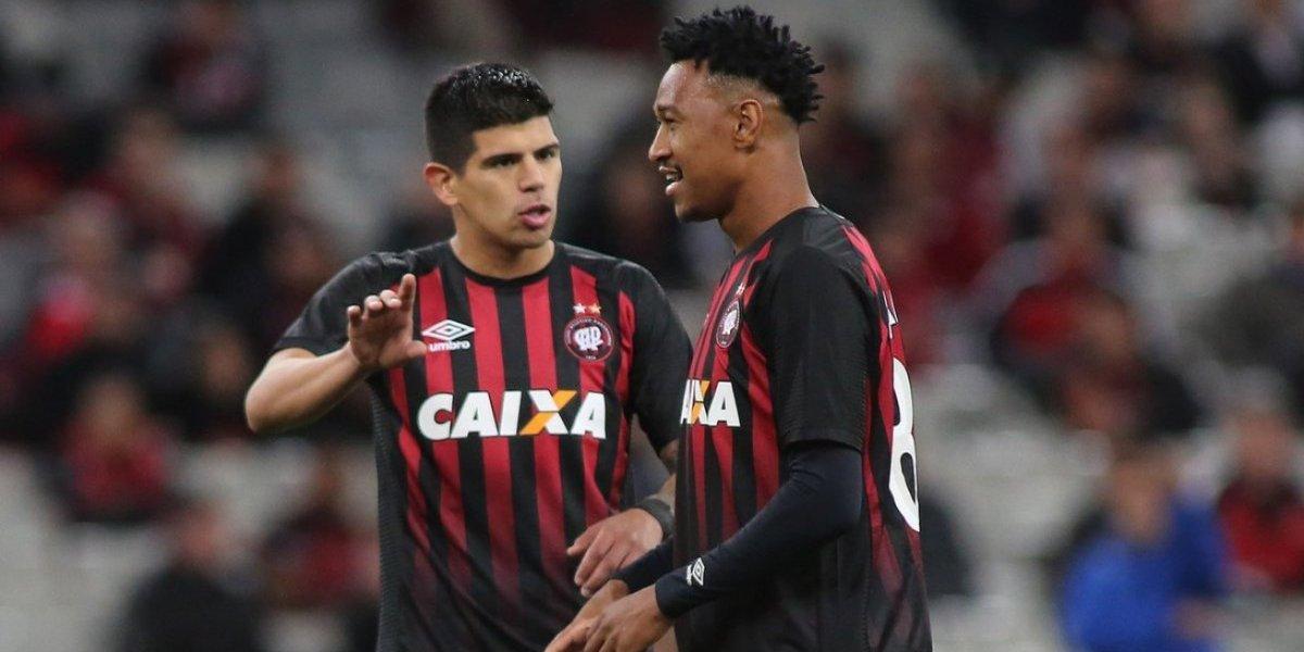 Esteban Pavez y Leonardo Valencia se llenan de triunfos en el Brasileirao
