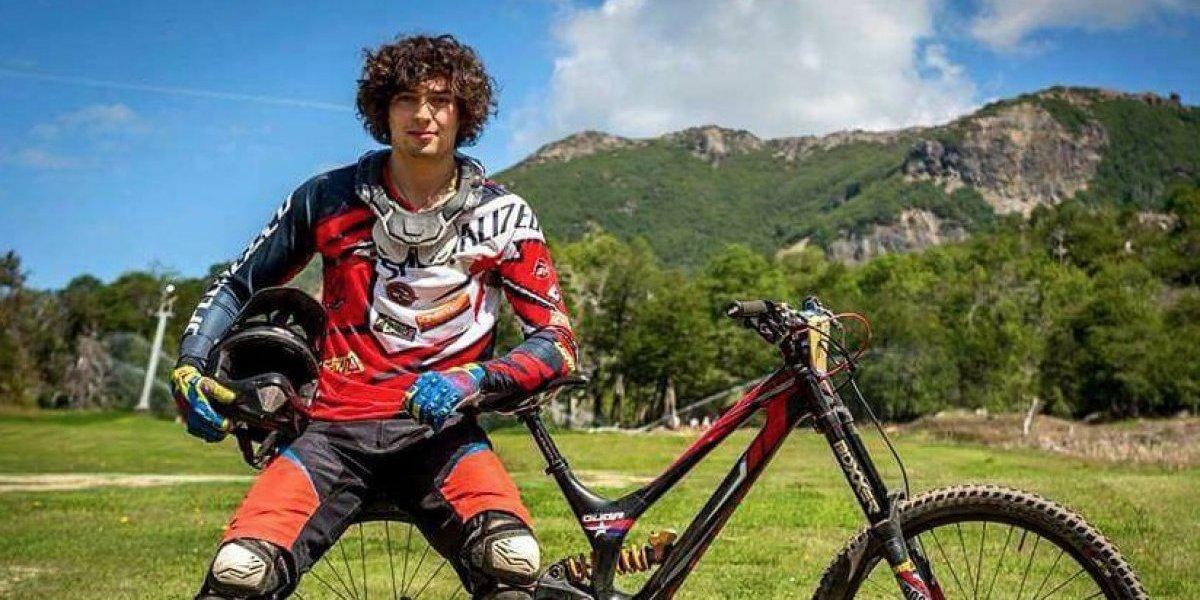 Campaña para reunir fondos: redes sociales se cuadran con campeón nacional de descenso tras complejo accidente