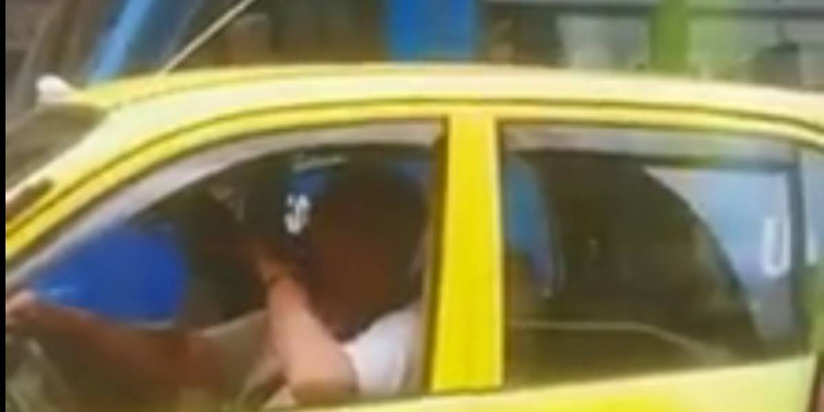 Difunden video de taxista fumando marihuana mientras conducía en una calle de Bogotá