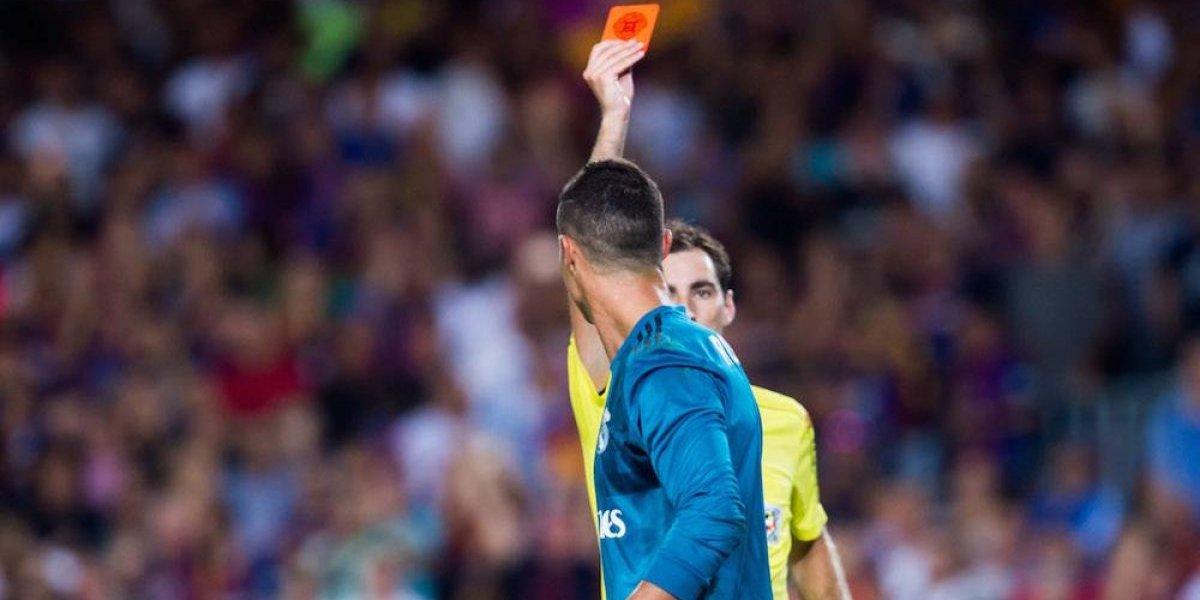 Cristiano Ronaldo es suspendido cinco juegos por empujar a árbitro