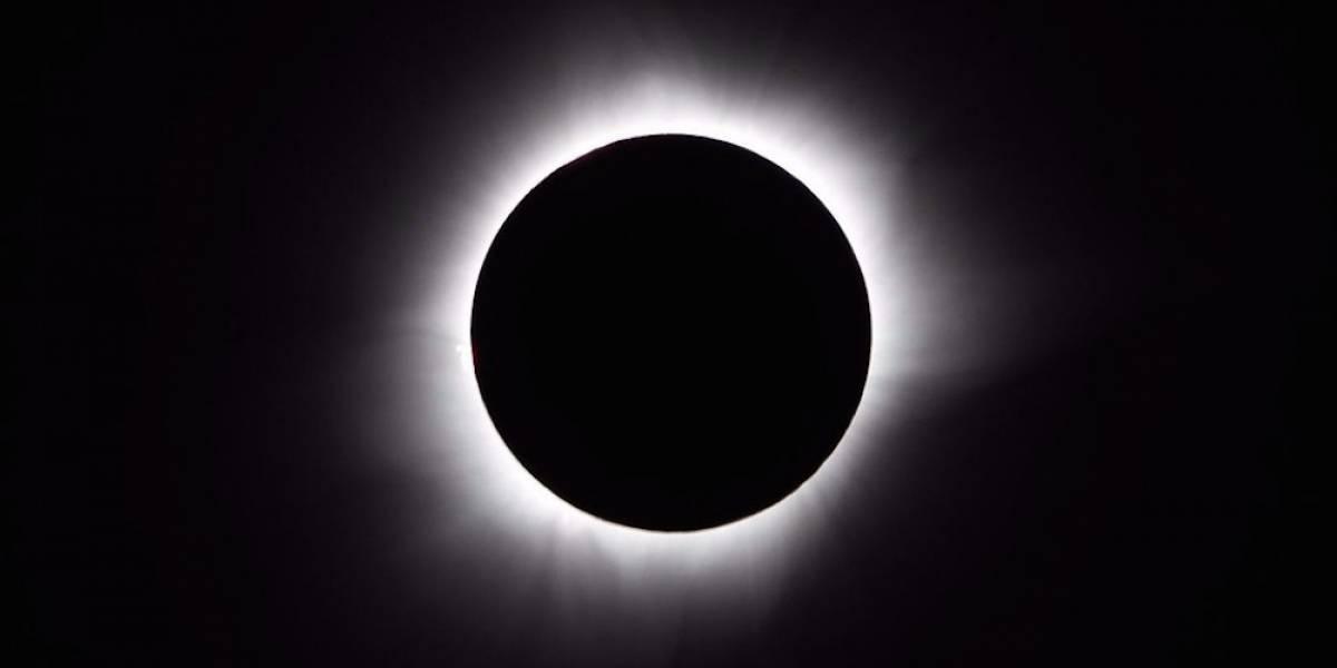 Mujer pide que se adelante el eclipse al fin de semana