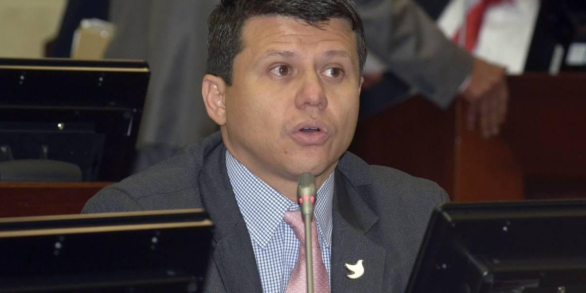 Justicia de Colombia ordena cárcel para senador Miguel Elías