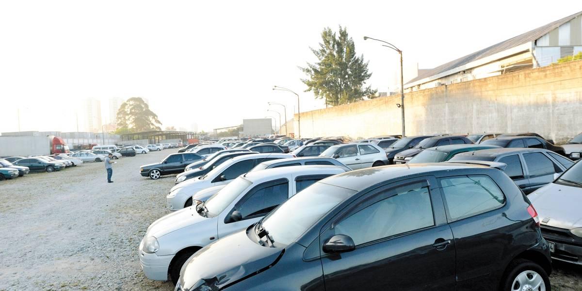 Carros são depenados em pátios na Grande São Paulo