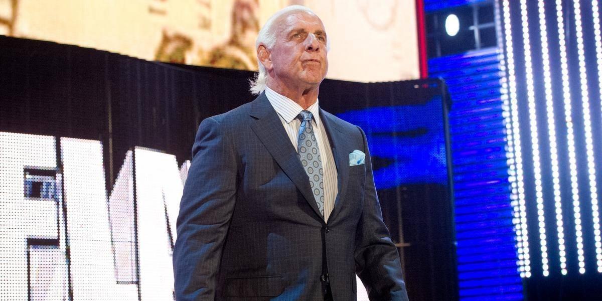 Leyenda de la WWE es hospitalizado e inducido a estado de coma