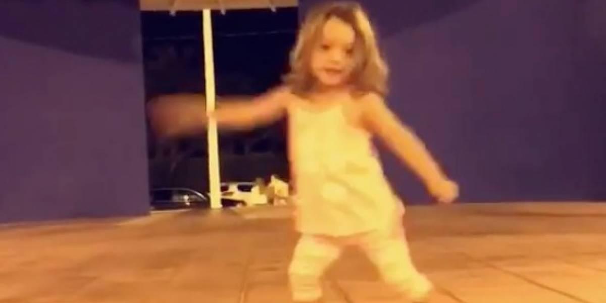 Alaïa baila hasta sin música
