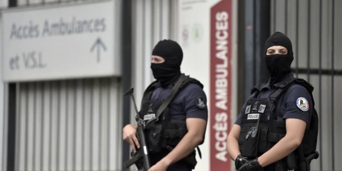 Conductor arremete contra pizzería en París y deja al menos un muerto