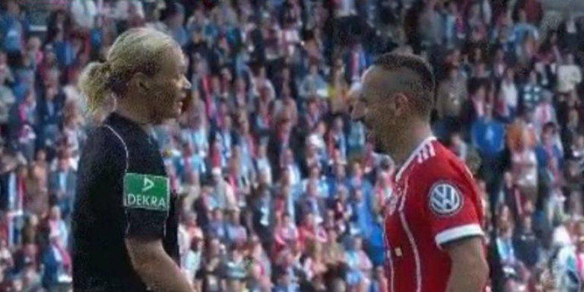 Franck Ribery le juega broma a árbitro en pleno juego