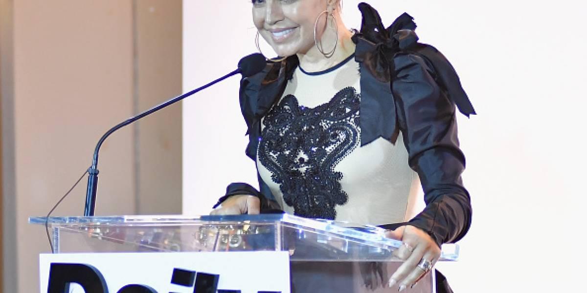 Fergie promociona su nuevo disco como solista desnuda