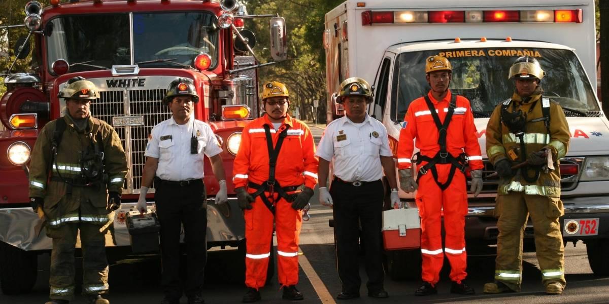 Los Bomberos Voluntarios celebran con un desfile sus 66 años de servicio