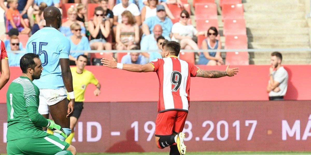Bravo volvió al arco del City en derrota ante un recién ascendido de la Liga española