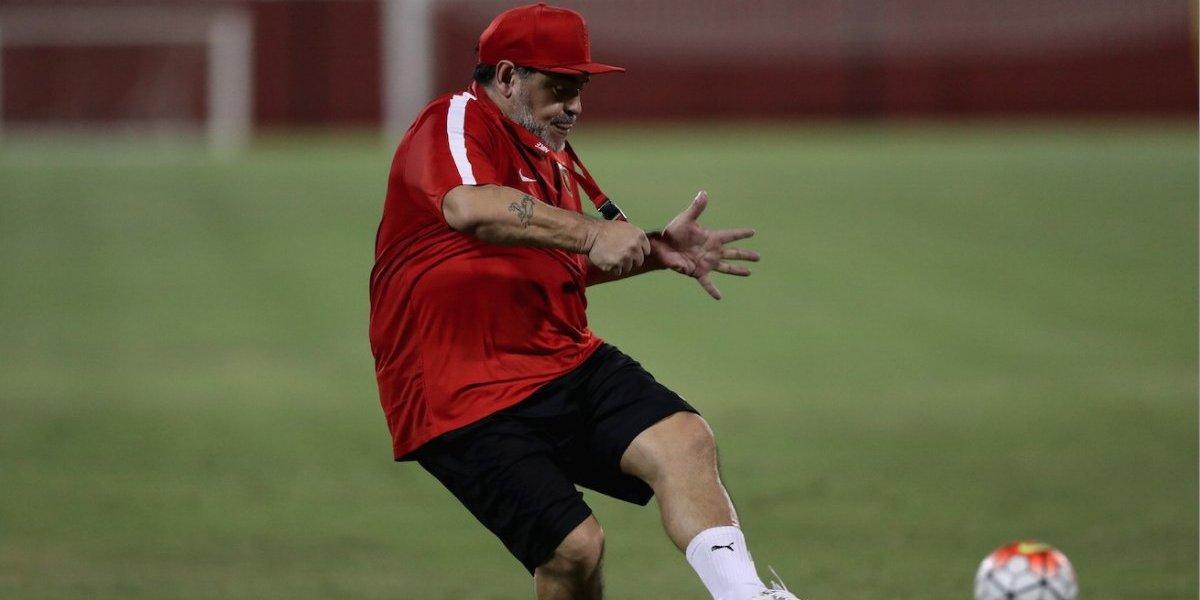 VIDEO: Maradona marca golazo de tiro libre ¡zurda intacta!