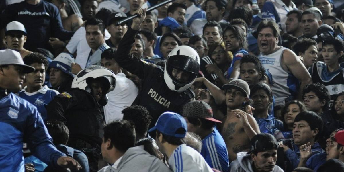 Incidentes en las gradas del estadio Banco del Pacífico