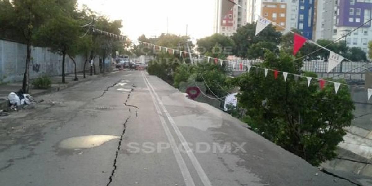 Se desgaja acera en calles de la delegación Azcapotzalco