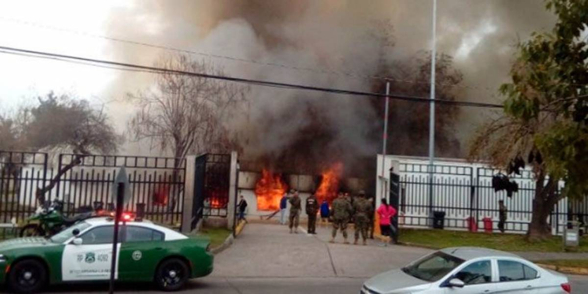 La Reina: violento incendio afectó a la Academia de Guerra del Ejército