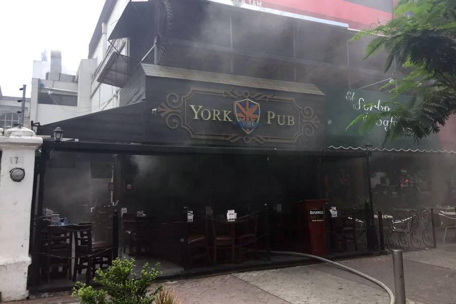 Se incendia bar en Avenida Chapultepec, no se reportan heridos