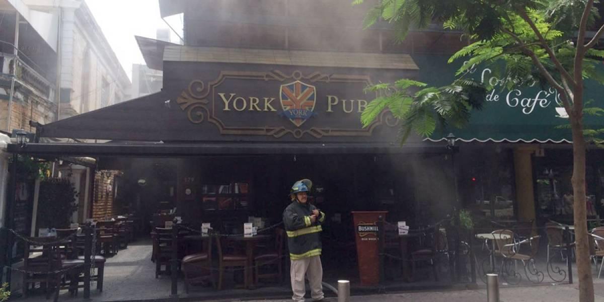 Incendio causa daños en bar de Avenida Chapultepec