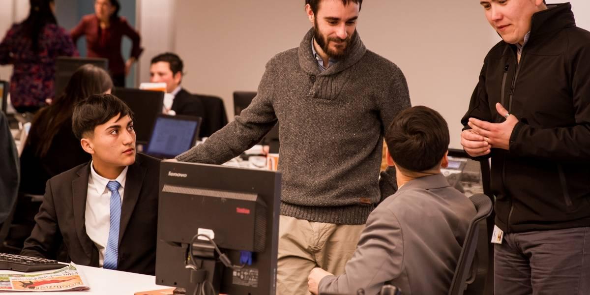 """Experiencia Empresa"": buscan disminuir deserción de hasta 65% en liceos técnico profesional"