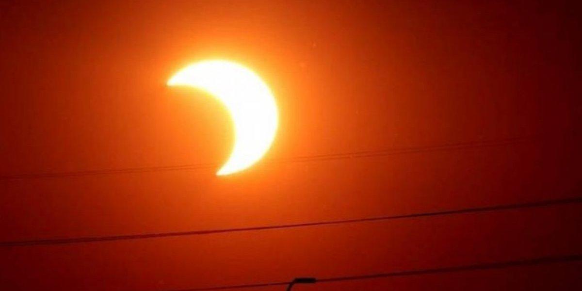 Selfie con eclipse solar podría afectar su visión