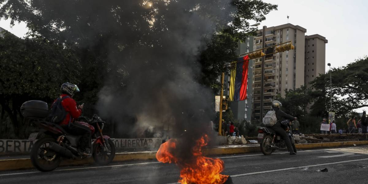 37 muertos y 14 funcionarios heridos en toma de penal en Venezuela
