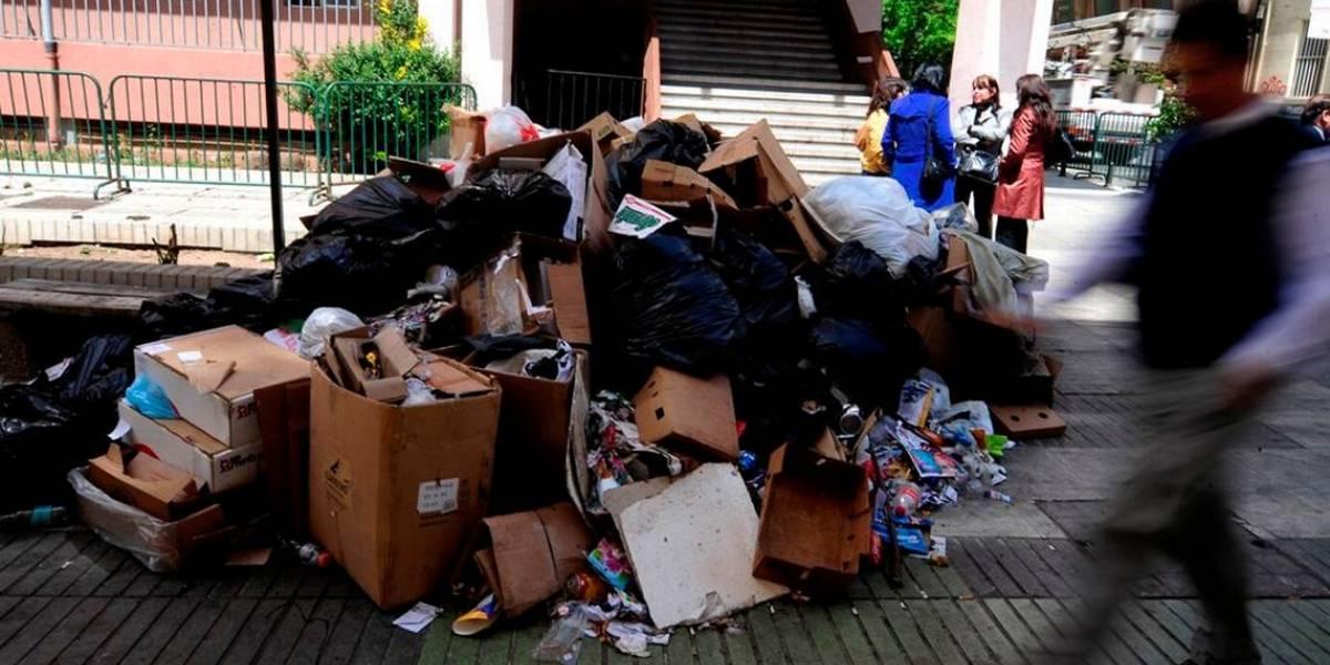 Enigma en Roma: hallan dos piernas de mujer en medio de la basura