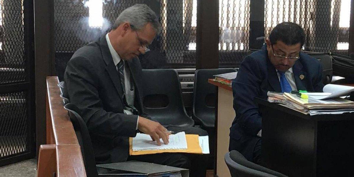 """Extrabajador del Congreso señala que """"pagaba un diezmo"""" al diputado Boussinot"""