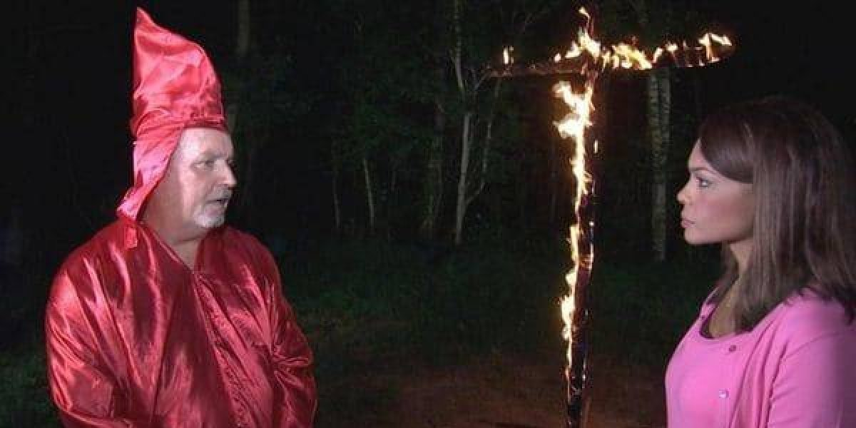 Líder del Ku Klux Klan amenazó a periodista afrocolombiana con quemarla
