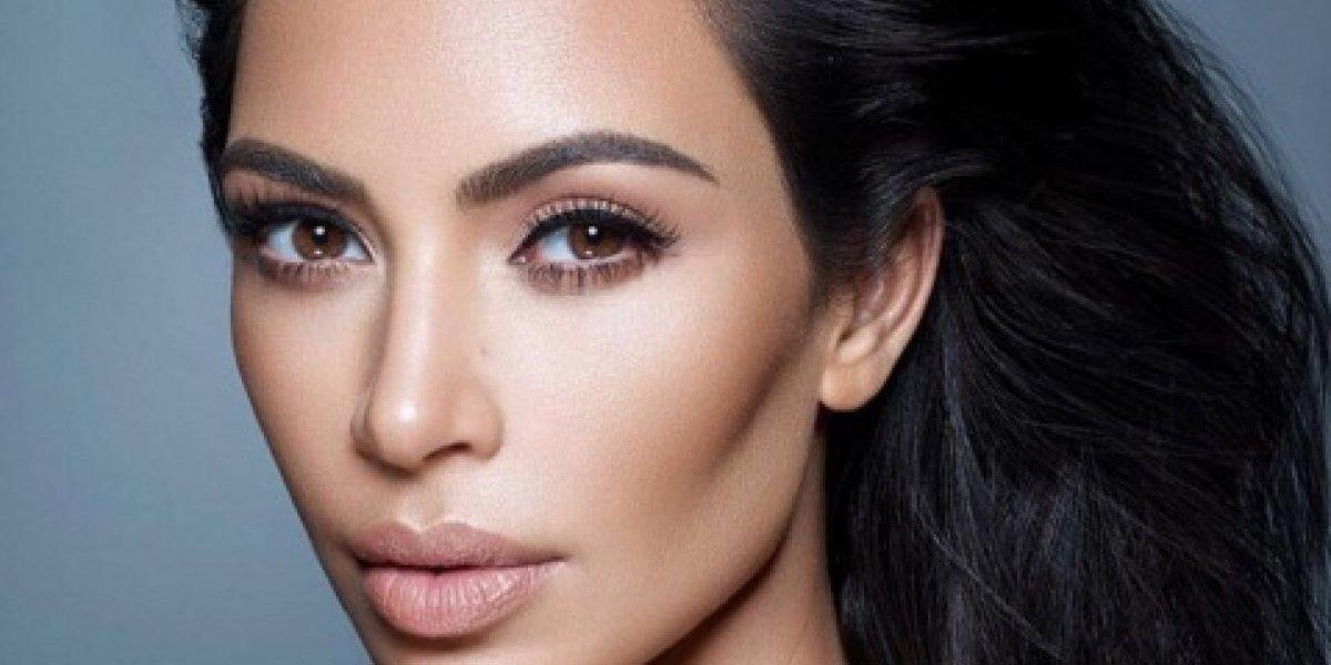 Critican a Kim Kardashian por defender a maquillista acusado de racismo