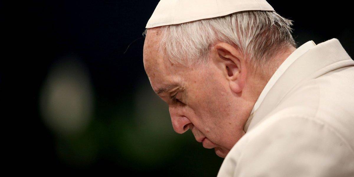 Papa pide perdón a víctimas de sacerdotes pederastas y condena 'monstruosidad'