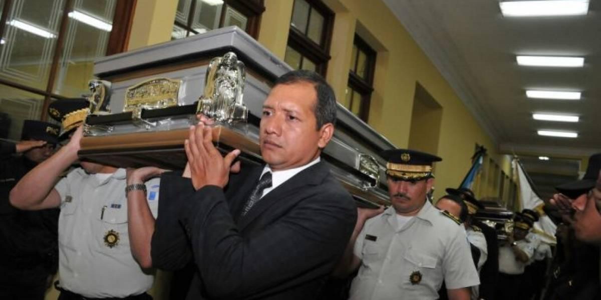 Rinden honras fúnebres a policías fallecidos tras ataque armado en zona 21