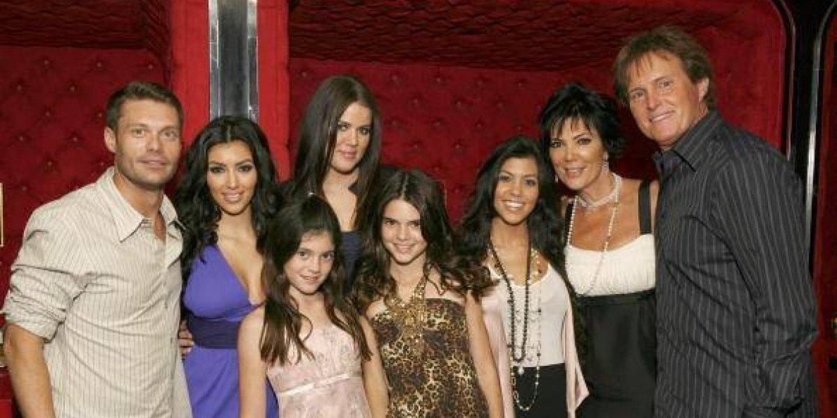 Las Kardashian celebran 10 años del programa que las lanzó a la fama con una sexy foto familiar