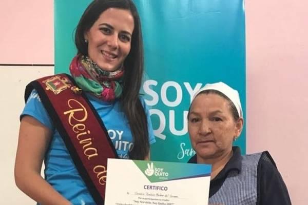 Sarah Garcés entregó certificados de talleres sobre atención al cliente