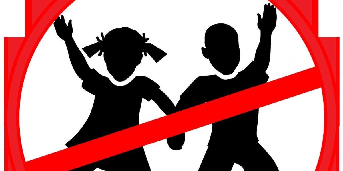Mujer pidió zona libre de niños pero recibió una ola de insultos y hasta amenazas de muerte
