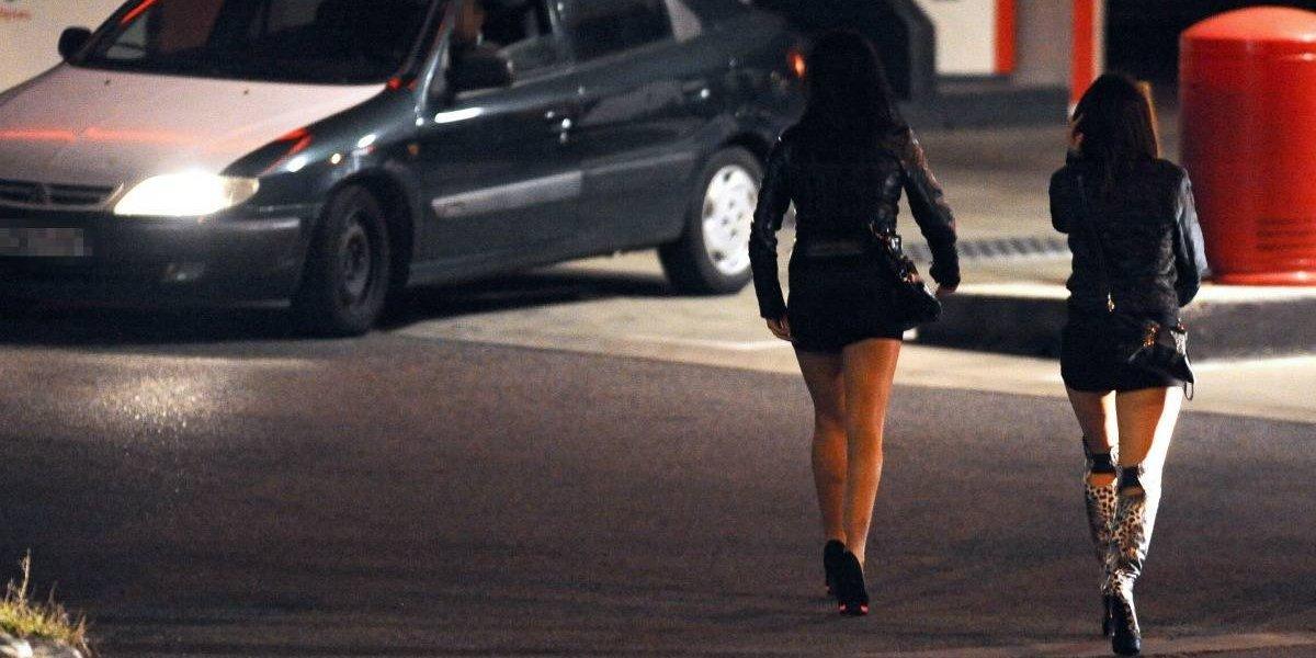 Obligaban a dos amigas a prostituirse para pagar sus vacaciones en la Riviera Francesa