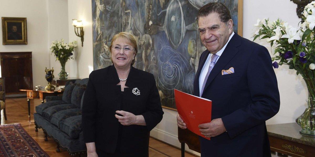 Mario Kreutzberger invita a Michelle Bachelet a lanzamiento de Teletón 2017