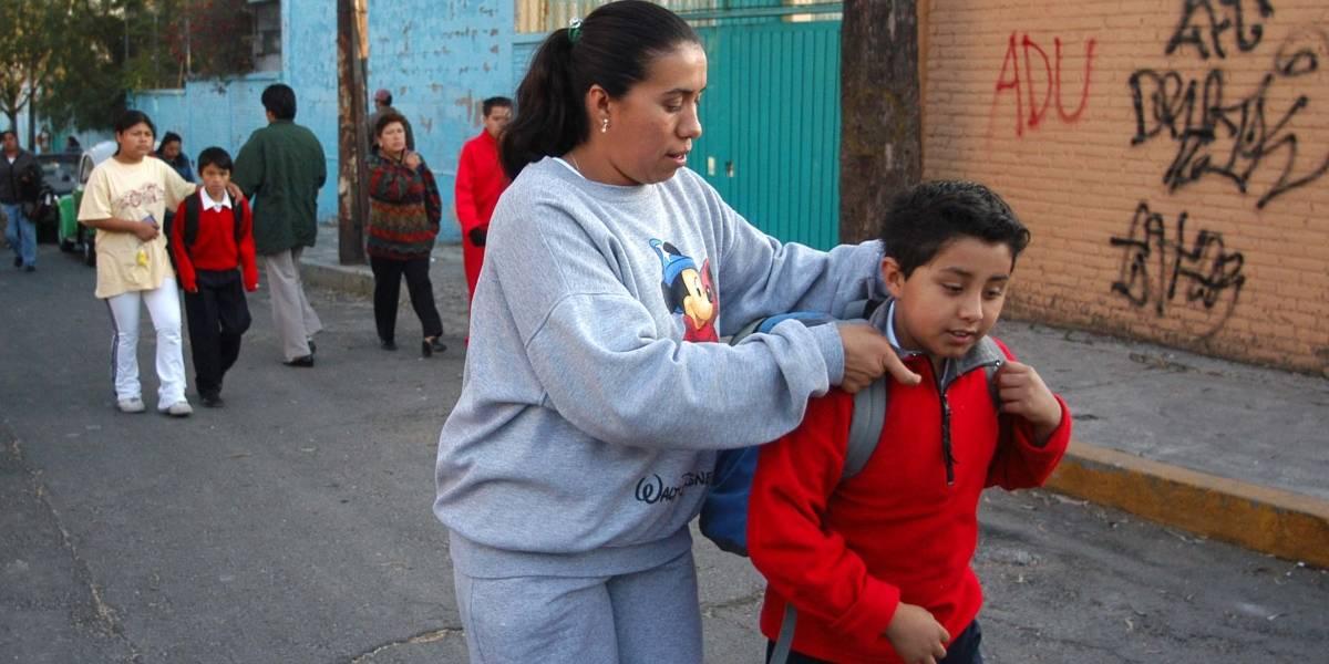 Esta es la manera correcta en la que los niños deben cargar la mochila