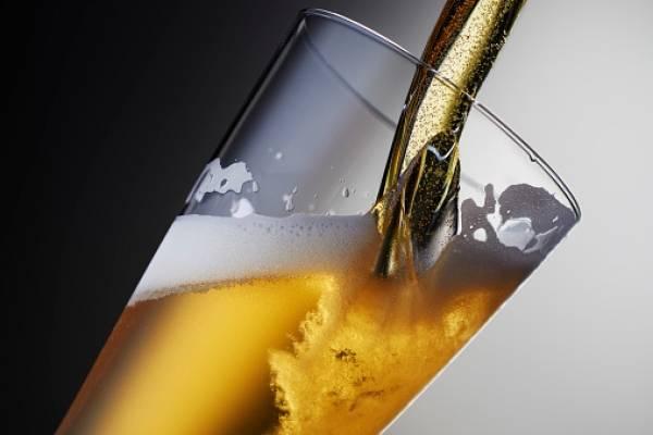 Beber cerveza aumenta creatividad de las personas, según estudio