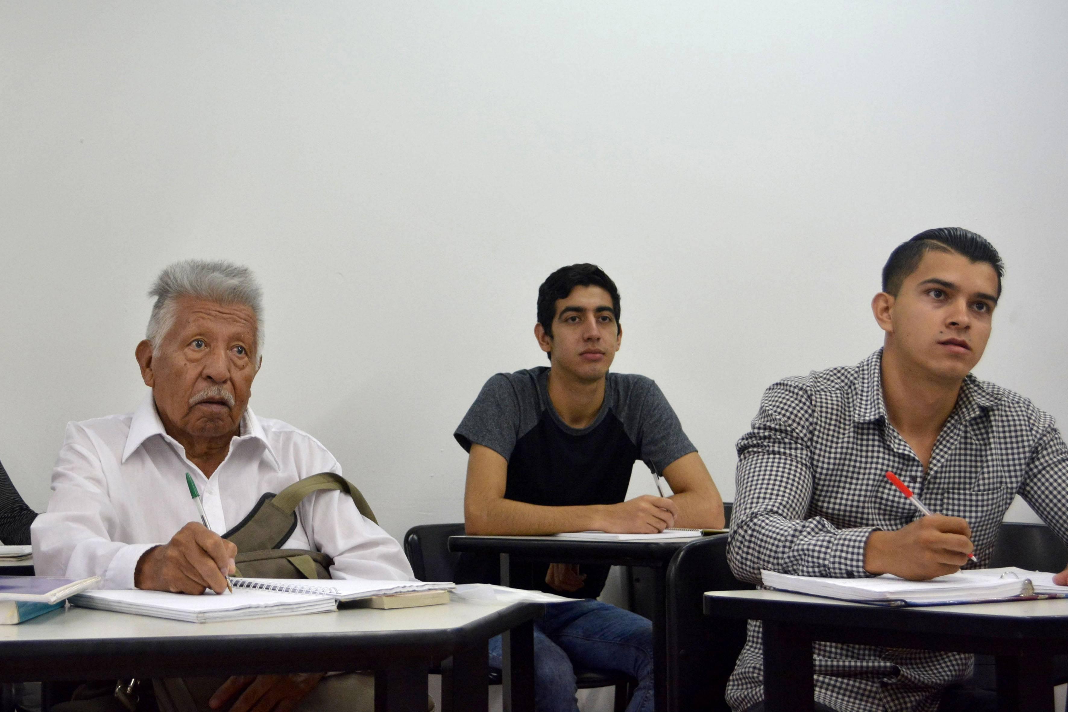A sus 83 años entra a la Universidad de Guadalajara para estudiar derecho