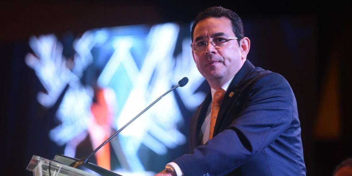 """Presidente Jimmy Morales expone sus """"grandes penas"""" a ministros y empresarios"""