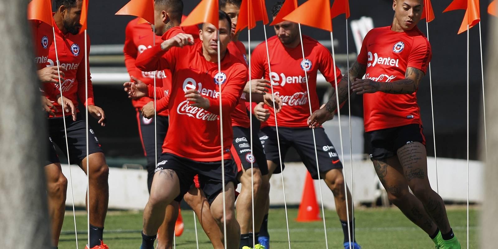 Pizzi prueba el equipo para enfrentar a Bolivia