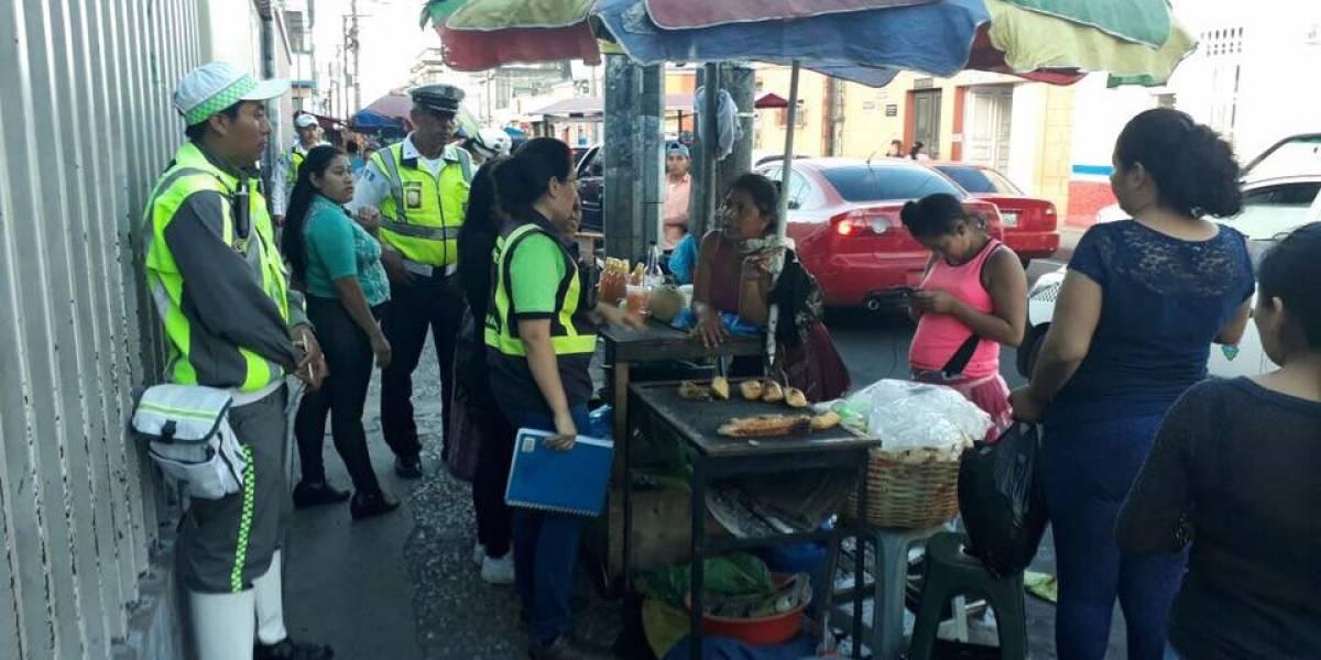 Municipalidad retira ventas aledañas al San Juan de Dios y divide opiniones